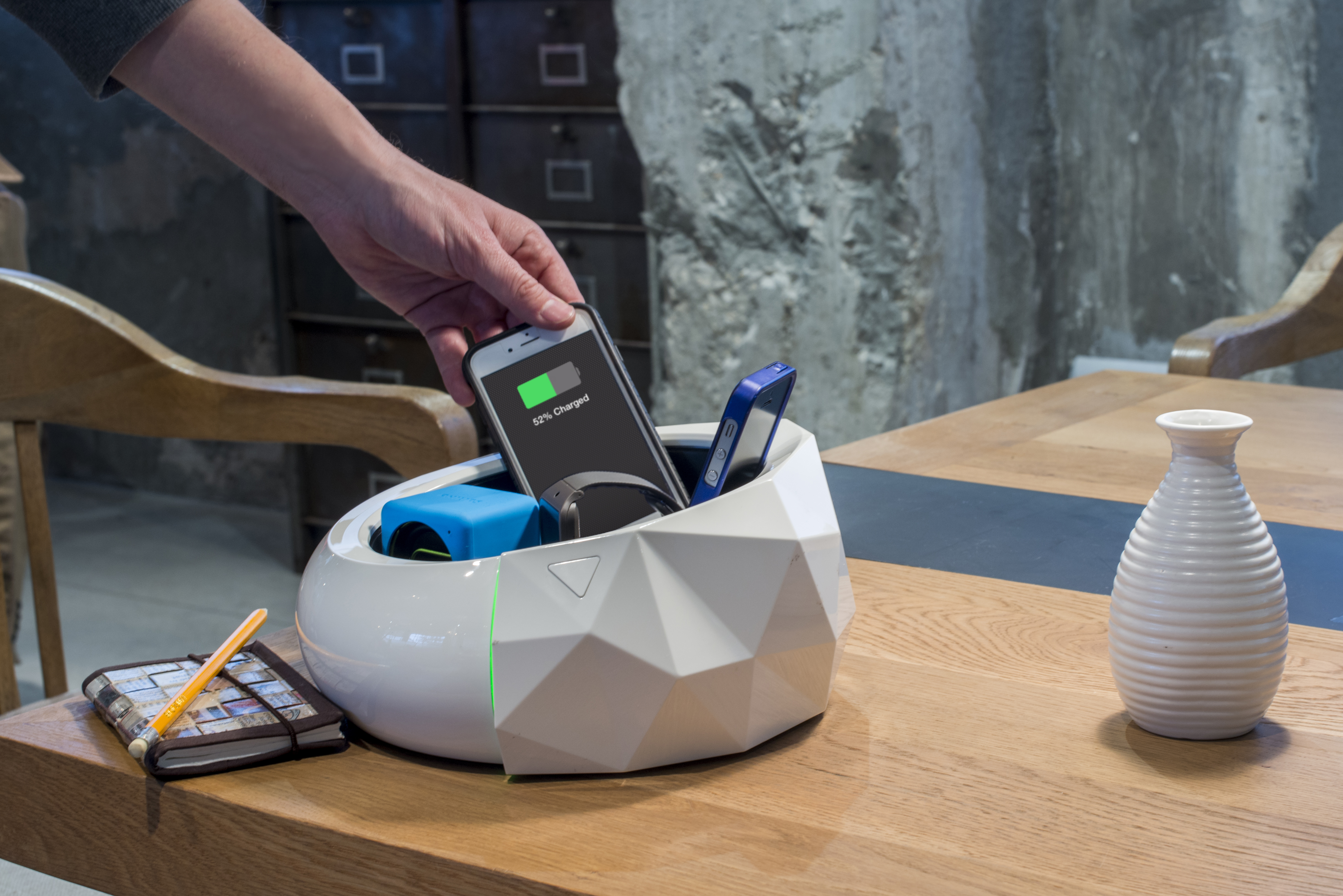 HUMAVOX Wirelessly Charging Multiple Devices